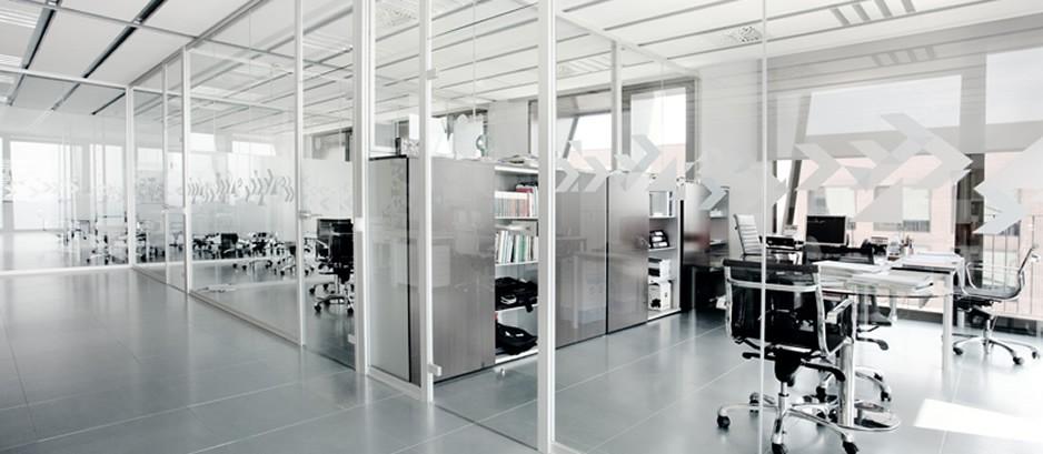 Mamparas de oficina suelos y techos t cnicos tabiques for Diseno oficinas industriales