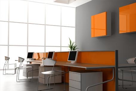 Biombos y paneles separadores de oficina hermarta for Espacios para oficinas