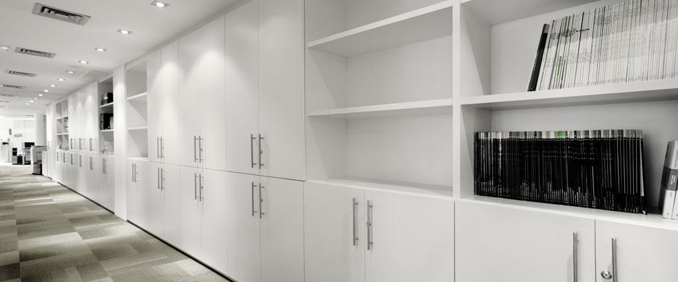 Mamparas de oficina divisiones de cristal y madera para for Divisiones de oficina